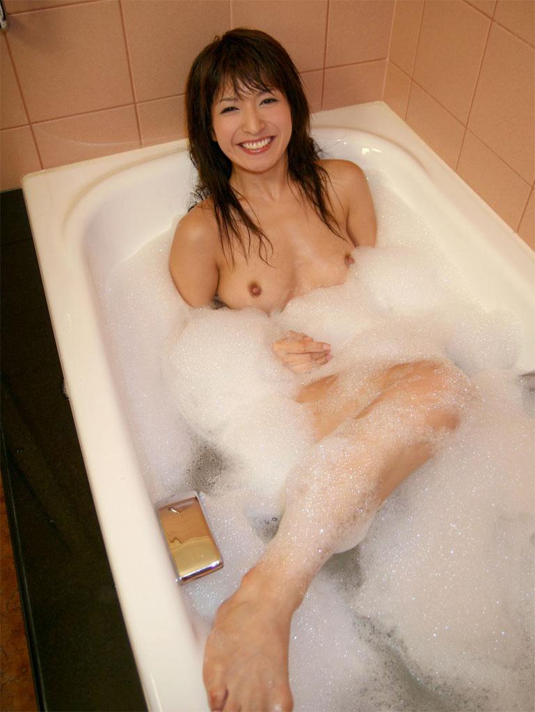 入浴中の女の子の裸 22