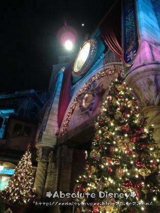 ミラコ前のクリスマスツリー
