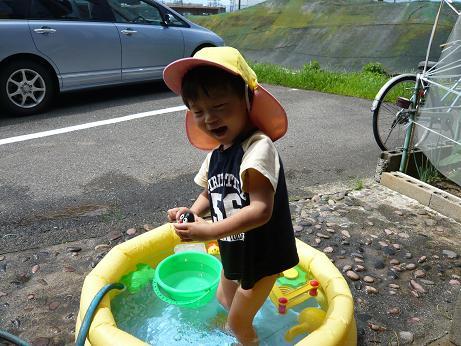 今年初の水遊び