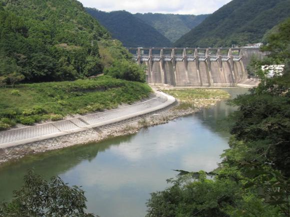 旭川ダム 下流から