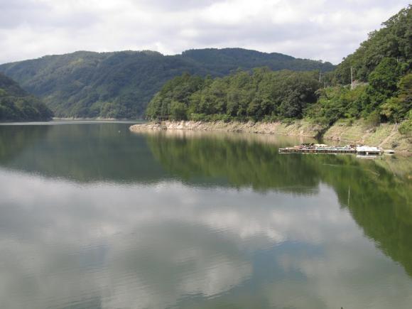 旭川ダム湖 中流域