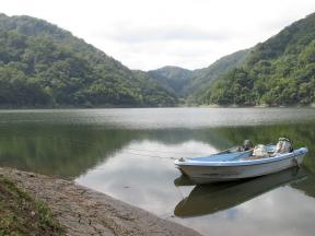 栃原ふれあい広場 係留されていたボート