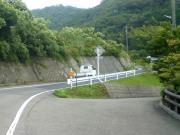 田舎道と軽トラック