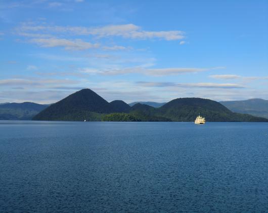 洞爺湖湖畔(船)