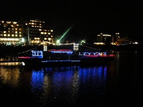 イルミ河口湖畔 船