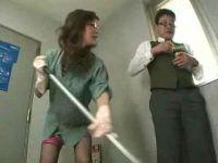 社内掃除していた痴熟女のエロ下着にムラムラしてセックスする