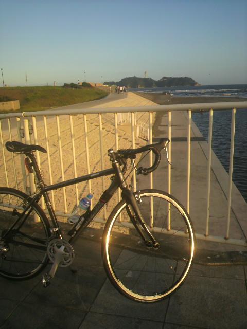 鵠沼橋 にて
