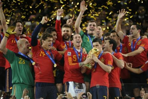 c219efc558746b8cfd5d2225ddbe0ed7-getty-topshots-fbl-wc2010-match64-ned-esp-trophy.jpg