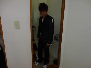 スーツ黒前