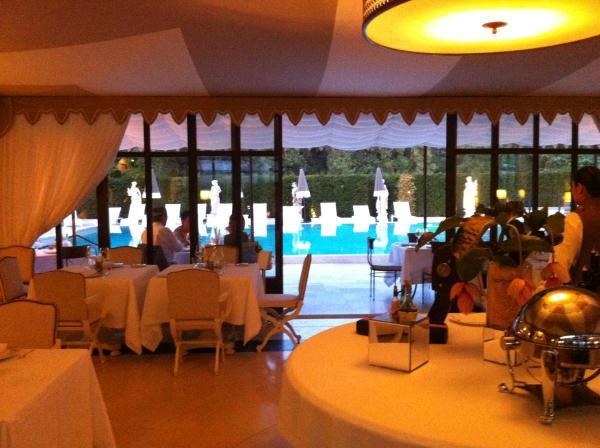 pool side3