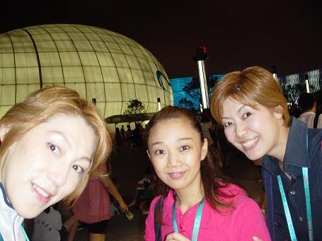 上海 中国航空館前 友麻・のりちゃん