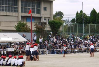 2010運動会 息子 旗とり合戦