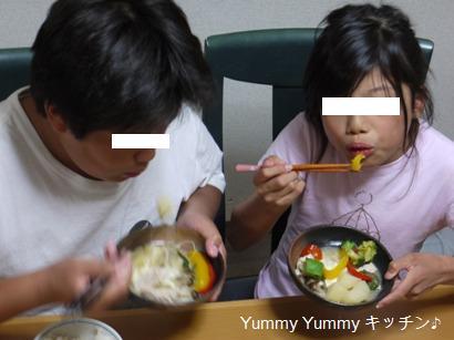 お鍋を食べる子供たち♪ブログ用