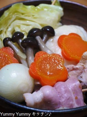 鶏の手羽元と焼きキャベツ、ベーコントマトの洋風鍋☆