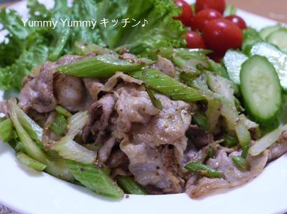 豚バラ肉とセロリの粒マスタード炒め☆