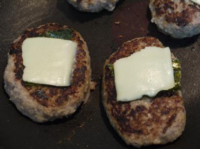 海苔チーズのせ☆もやしハンバーグ☆