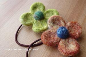 羊毛フェルトの花のヘアゴム