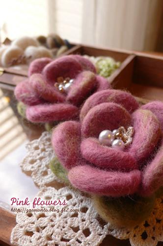 羊毛フェルトのピンクの花