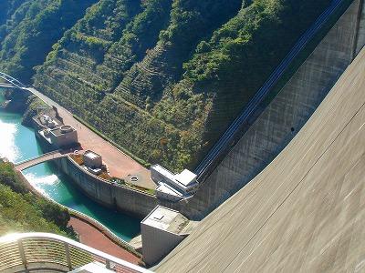 ダムの谷底