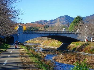 参道に続く橋