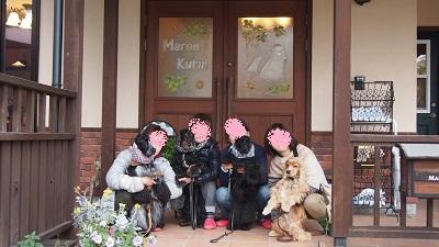マロン&クリン玄関で
