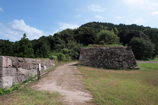20100812_gassan_toda_castle-37.jpg