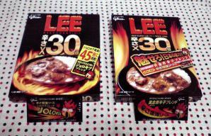 12年&11年版「LEE 辛さ×30倍」 パッケージ(表)&辛さ増強ソース