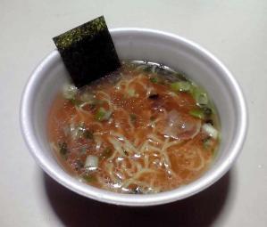凄麺 横浜とんこつ家 豚骨醤油ラーメン(できあがり)