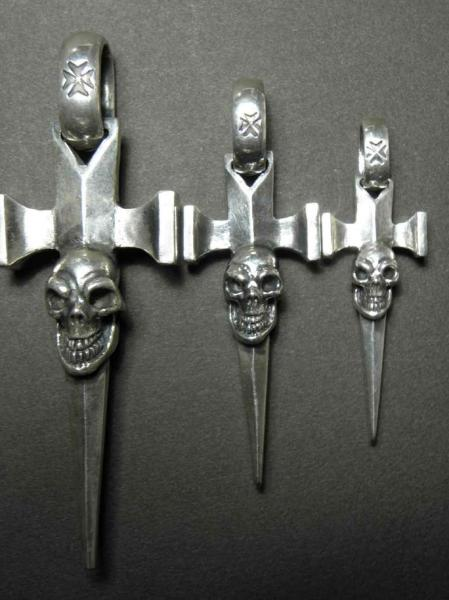 gaboratory,skull,dagger,pendant