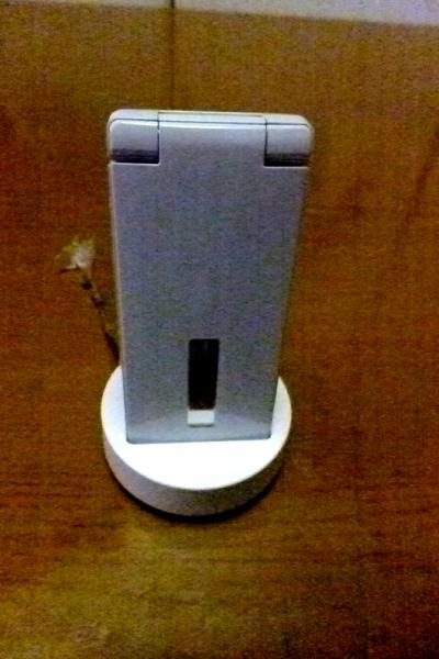 SH03E充電スタンド