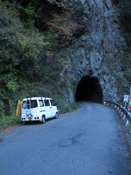 素堀りのトンネル