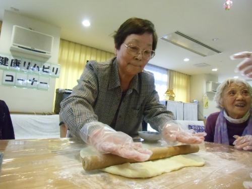 20131228 小牧台 デイ手作りパン1