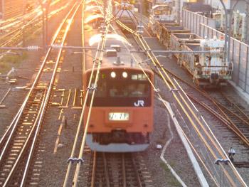 夕陽のオレンジ電車