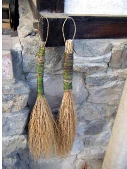 ホウキ草で作ったほうき