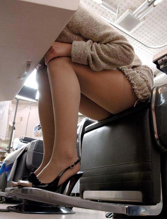 座りパンチラ2-2