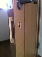 室内ドア 鍵取付け中