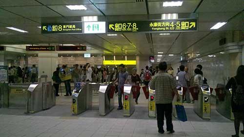 台北 MRT 東門駅