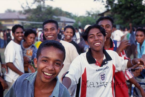 フローレス島の学生達