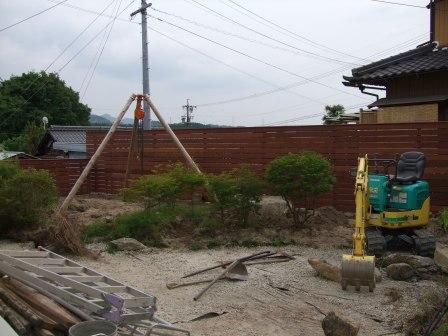 リ・ガーデン工事 チェーンブロックとミニユンボ