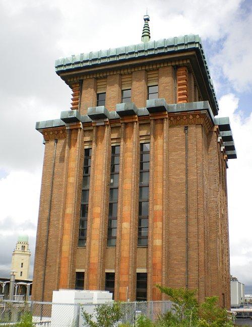 神奈川県庁舎・屋上1