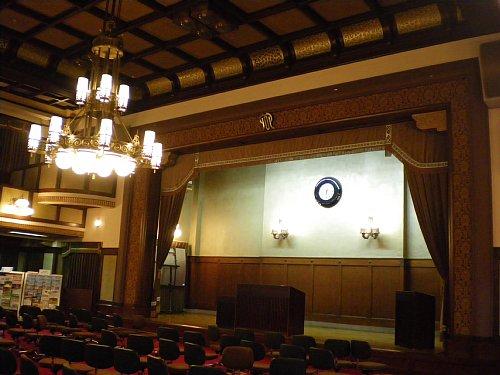 神奈川県庁舎・議場1