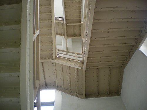 神奈川県庁舎・塔階段