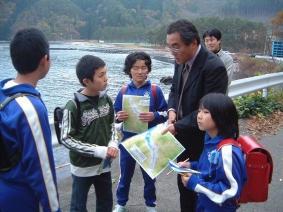 片田敏孝教授と子供達