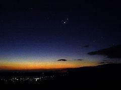 東天の夜明けに輝く木星と金星