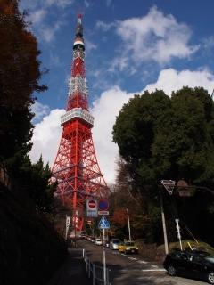 東京タワー下交差点からの東京タワー