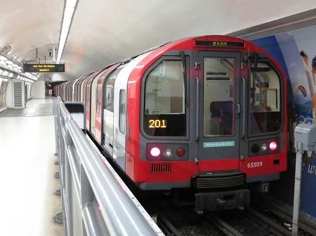 ロンドン地下鉄 ウォータールー&...