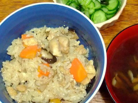 三種のきのこと鶏の炊き込みご飯