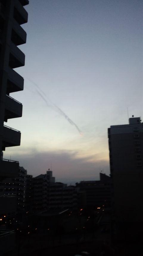 関東で地震雲 3本の雲が交差