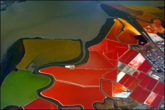 colourful_salt_ponds_are_natures_own_art_640_02.jpg