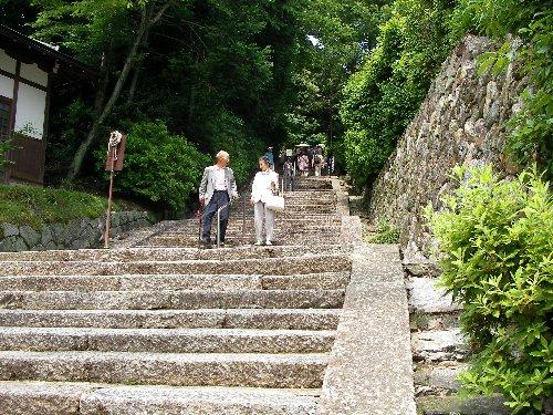 山門から石段